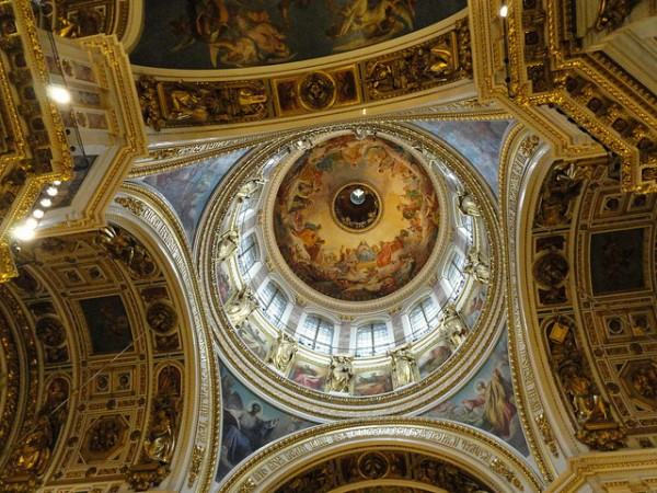 The ceiling of Saint Isaac's Cathedral in Sankt Petersburg