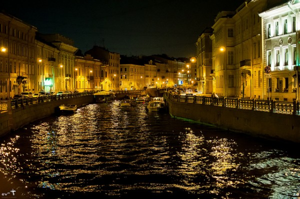 The beautiful Sankt Petersburg at night